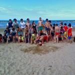 La grande piramide dei nostri ragazzi in spiaggia