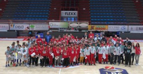Foto di gruppo finale al PalaCarrara